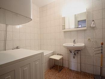 Wohnzimmer gepflegten inkludiert - 3-Zi-Wohnung mit Badezugang in Velden/Zentrum