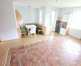 inkl Waschmaschinenanschluss Warmwasseraufbereitung - Tolle 100m² 4 Zi Wohnung mit Loggia in Grafenstein