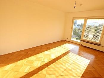 Wohnküche bestehend Badewanne - Schöne 2 Zi Whg. 64m² Singerberggasse - Klagenfurt