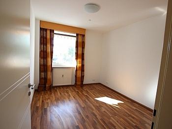 Haustüre bestehend Esszimmer - Schöne 2 Z Wohnung in Waidmannsdorf UNI- See Nähe