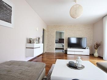 Fliesenböden überdachten Südterrasse - Neuwertiges schönes 130m² Wohnhaus in Ebenthal