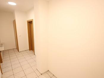 ERSTBEZUG bestehend Garderobe - Schöne sanierte 3 Zi Wohnung in Welzenegg mit TG