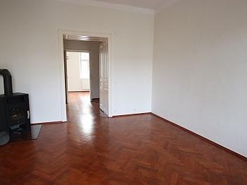 Autoabstellplatz Bushaltestelle Hasnerstrasse - Schöne 2,5 - Zimmer Altbauwohnung in der Stadt