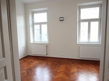 möblierte Wohnzimmer Geräumige - Schöne 2,5 - Zimmer Altbauwohnung in der Stadt