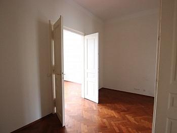 Bruttomieten Schlafzimmer Wohnfläche - Schöne 2,5 - Zimmer Altbauwohnung in der Stadt