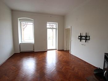 Altbauwohnung Balkon Stadt - Schöne 2,5 - Zimmer Altbauwohnung in der Stadt