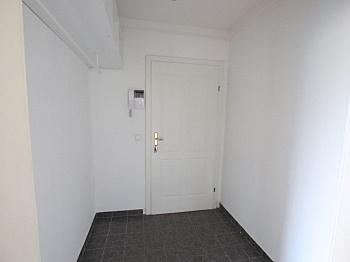 befindet Apotheke Schulen - Schöne 2,5 - Zimmer Altbauwohnung in der Stadt