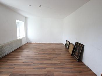 Wohnhaus Ausgang Vorraum - 290m² Mehrfamilienhaus in Grafenstein - St. Peter