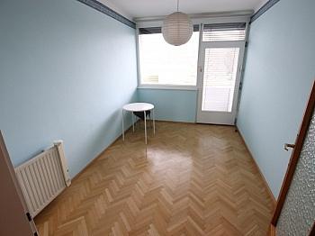 Loggia Dusche große - Nette 93m² 4 Zi Wohnung - Waidmannsdorf mit Loggia