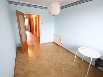 großem Vorraum großes - Nette 93m² 4 Zi Wohnung - Waidmannsdorf mit Loggia