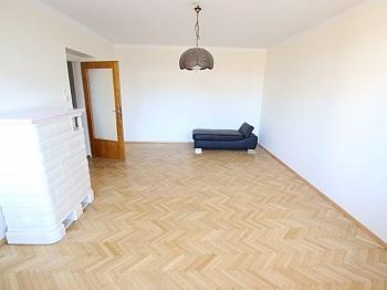 Abstellraum Westloggia Kachelofen - Nette 93m² 4 Zi Wohnung - Waidmannsdorf mit Loggia