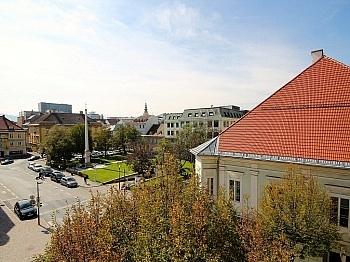 Badewanne saniertes Esszimmer - Helle 4-Zi-Wohnung in Zentrumslage/Klagenfurt