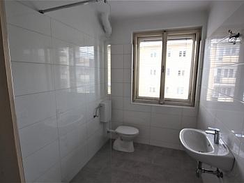 Vorraum Großer Zentrum - Teilsanierte 3 Zimmer Wohnung in der Feldhofgasse