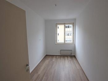 Loggia Küche Zimmer - Teilsanierte 3 Zimmer Wohnung in der Feldhofgasse
