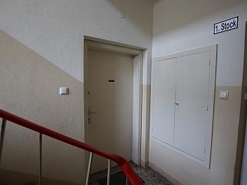 Teilsanierte Zugeteilter Holzfenster - Teilsanierte 3 Zimmer Wohnung in der Feldhofgasse