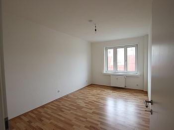 Innenstadt Stockwerk Haustüre - Schöne 3 ZI - Wohnung in der Stadt - Bahnhofstraße
