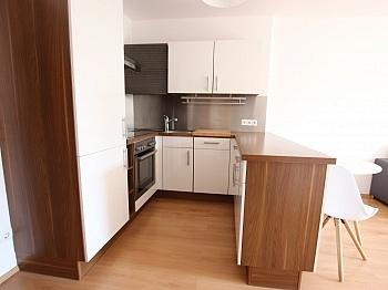 Badewanne Stadtrand Wohnung - Junge 50m² 2 Zi Wohnung mit Balkon am Stadtrand