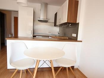 Schlafzimmer Kellerabteil aufgeteilte - Junge 50m² 2 Zi Wohnung mit Balkon am Stadtrand