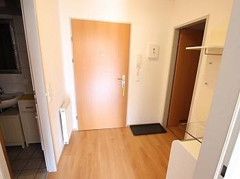 bestehend Irrtümer schöner - Junge 50m² 2 Zi Wohnung mit Balkon am Stadtrand