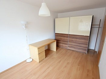 Änderungen freundliche Spazierwege - Junge 50m² 2 Zi Wohnung mit Balkon am Stadtrand