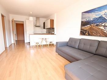 Stellplätze großes Westbalkon - Junge 50m² 2 Zi Wohnung mit Balkon am Stadtrand