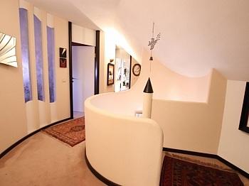 gelegen eckigen Vorraum - Einzigartige Villa in Gottesbichl - Traumaussicht
