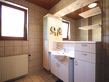 südseitigen Südbalkone Dorfstraße - Ein/-Zweifam.-Wohnhaus in erhöhter Aussichtslage