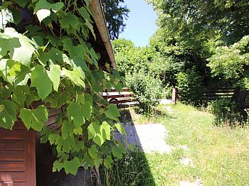 liegt Blick Kanal - Toller Baugrund mit Ferienhaus in Ruhelage!
