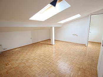 Vorraum ruhige Sofort - Tolle 75m² - 2 Zi Maisonettenwohnung in Tessendorf