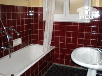 Badewanne verfliest Geräten - Günstige 100m² Wohnung - Heinzgasse € 80.000,--