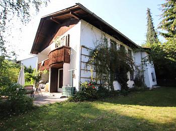 Stiegenhaus Grundstück Südbalkon - Wohnhaus mit 2 Wohnungen in Keutschach in SEENÄHE!