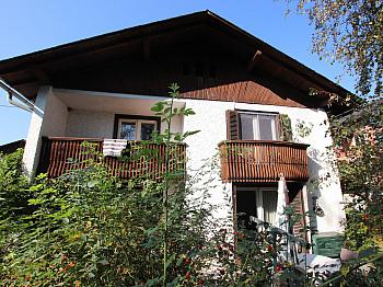 feuchter SEENÄHE Vorraum - Wohnhaus mit 2 Wohnungen in Keutschach in SEENÄHE!