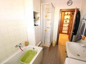 Vorraum großer Gewähr - 3 Zi Wohnung 104m² mit Carport in Waidmannsdorf