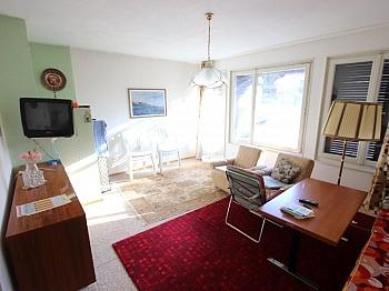 Wohnzimmer Holzböden ähnliches - 100m² Bungalow mit 1.726m² Grund in Finkenstein