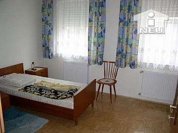 Erdgeschoss Wohnzimmer deckenhoch - Neue 2 Zimmer Gartenwohnung in St. Ruprecht