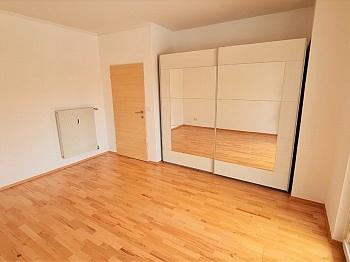 überdachten Kellerabteil Wohnzimmer - Sanierte helle 2 Zi-Whg. sehr guter Lage Welzenegg