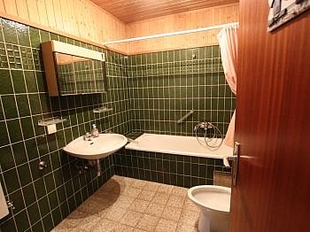 Bestehend befindet Vorraum - 3-Zimmer Wohnung in der Stadt