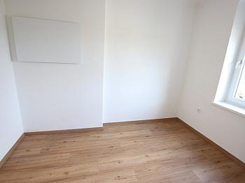 sonniger optional sanierte - Schöne sanierte 3 Zi Stadtwohnung mit Loggia