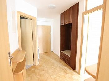 Bushaltestelle Parkettböden unmittelbarer - 2 ZI - Wohnung in Waidmannsdorf all inklusive