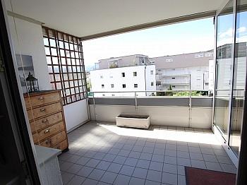 Tiefgaragenstellplatz Haushaltsversicherung Bruttomonatsmieten - 2 ZI - Wohnung in Waidmannsdorf all inklusive