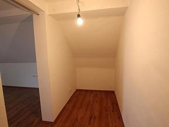 Älteres gesamten Gebäude - Weißenstein. 2012 komplett neu saniert!!
