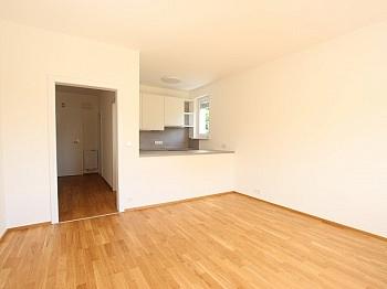 Schlafzimmer Abstellraum Westloggia - Top sanierte 2 Zimmer Whg. mit Loggia-Welzenegg