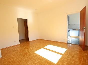 Wohnzimmer Wohnküche Warmwasser - Schöne 2 Zi - Wohnung in St. Martin in UNI Nähe