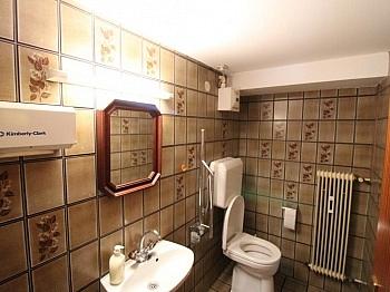 Obergeschoss Stellplätze Erdgeschoss - Ehemalige Praxis Mozartstrasse sanierunsbedürftig