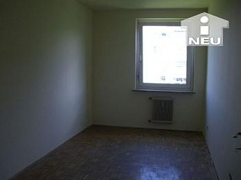 Wohnzimmer Fernwärme verfliest - 2  Zi Wohnung 56m² - Nähe Ebentalerstrasse