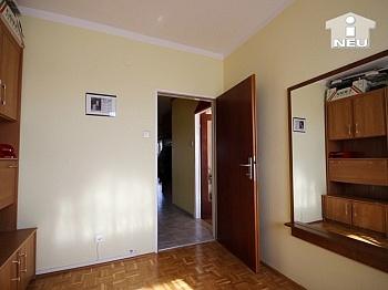 Großzügiger Eckbadewanne Kellerabteil - 4-Zi-Wohnung in der Anzengruberstrasse