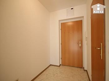 Holzisolierglasfenster Fließenböden Schlafzimmer - Neuwertige Garconniere 43 m² - in Viktring