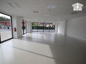 Industrieboden frequentierte Umbauarbeiten - Geschäftslokal/Büro/Cafe 147m² im Fußballstadion