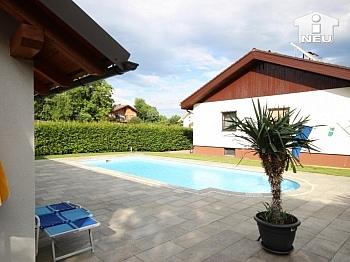 Schlafbereich Fliesenböden eingezäuntes - 1 A Zustand!! Traumhaftes Wohnhaus mit Pool und Pool-Haus Nähe Klagenfurt