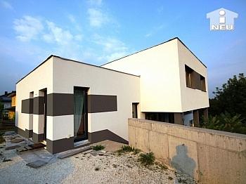 Teilunterkellert Fußbodenheizung Luftwärmepumpe - Neues, modernes Niedrigenergiehaus Nähe Feldkirchen